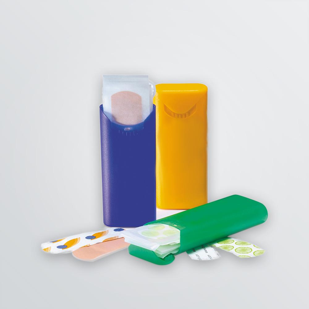 Pflasterboxen zum Bedrucken abgebildet in den Farben lila, gelb und grün mit Pflaster