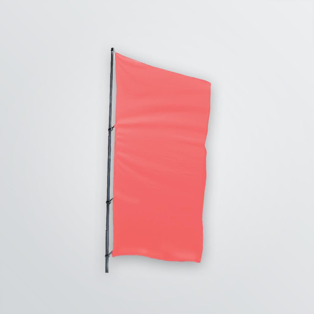 Individualisierbare Flagge am Mast als Frontansicht - Farbbeispiel rot