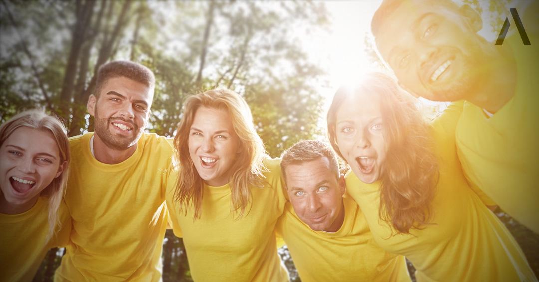 Firmenlaufgruppe in einheitlichen Shirts