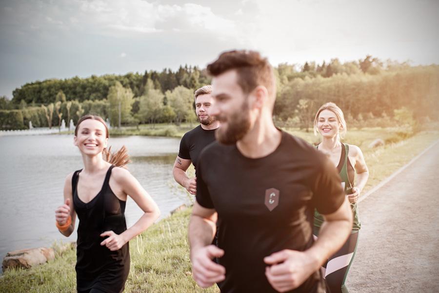 Lauftraining in der Gruppe mit individuell bedruckten Laufshirts